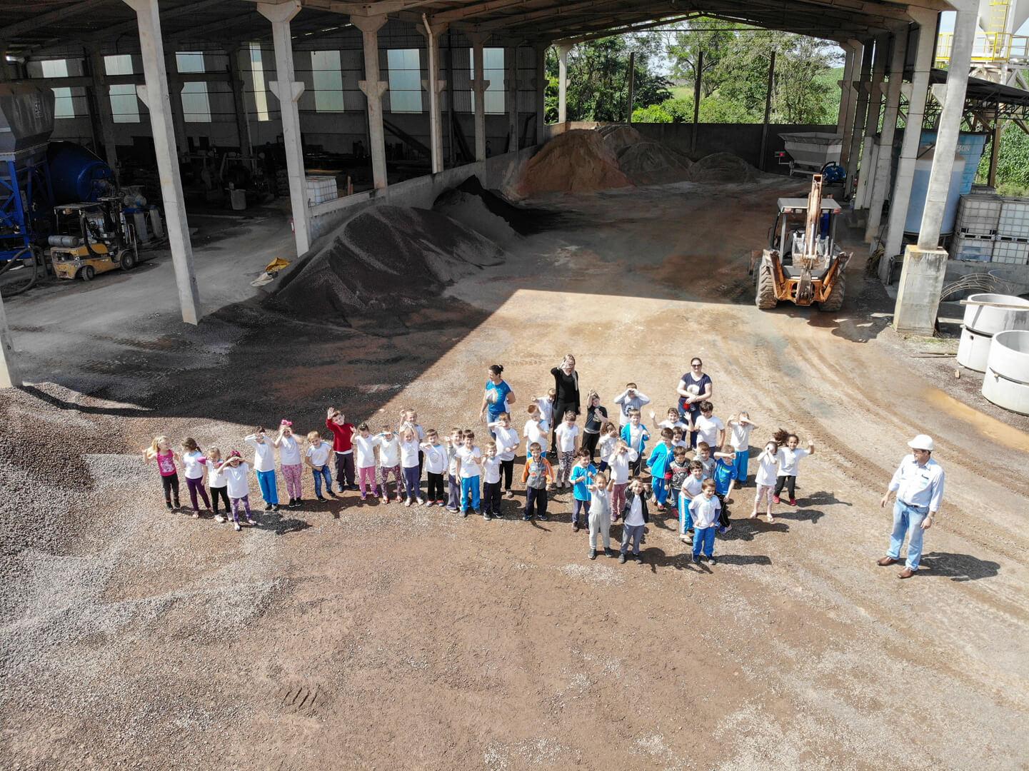 Visita das crianças do Pré-escolar  OS PEIXINHOS