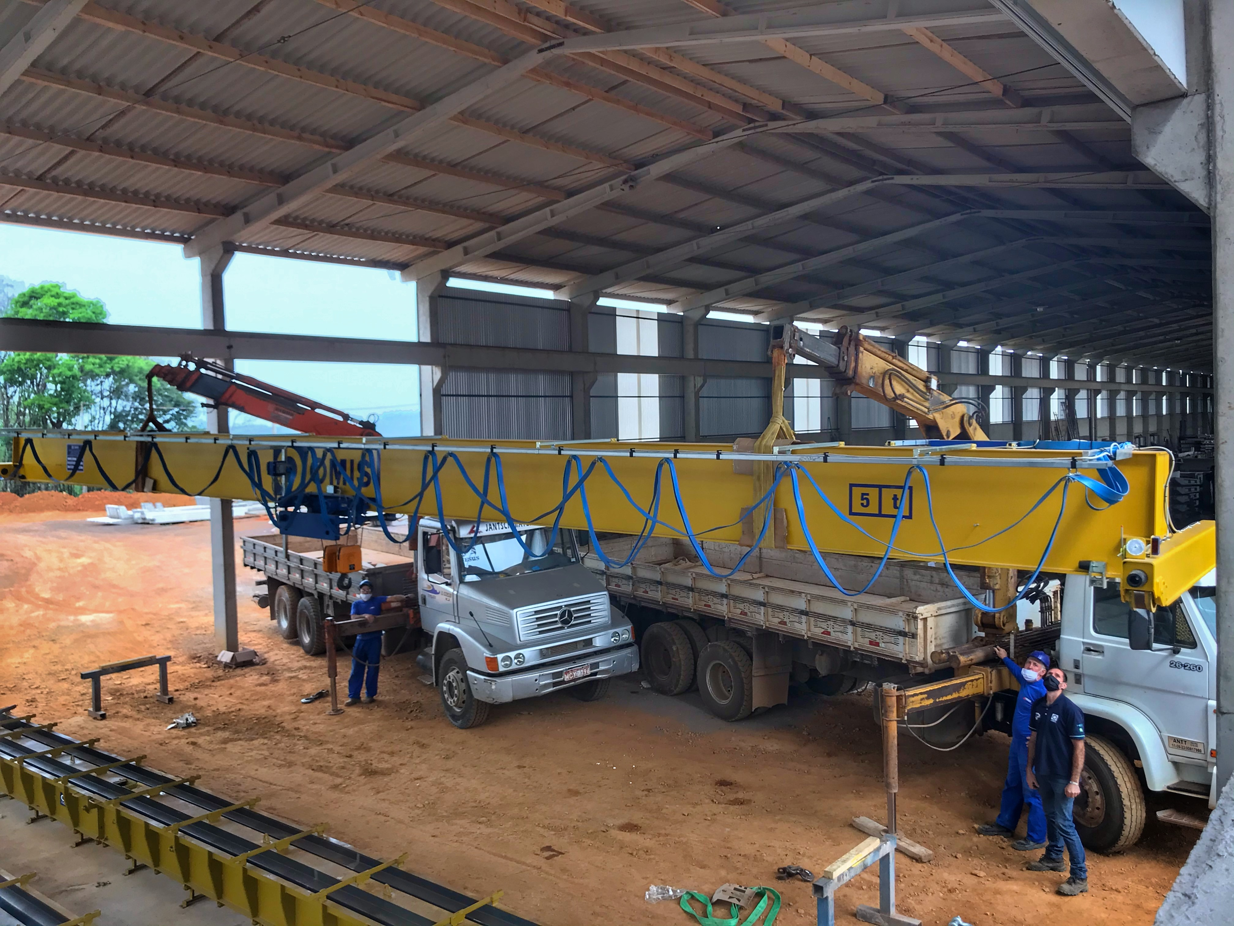Instalação de nova ponte rolante